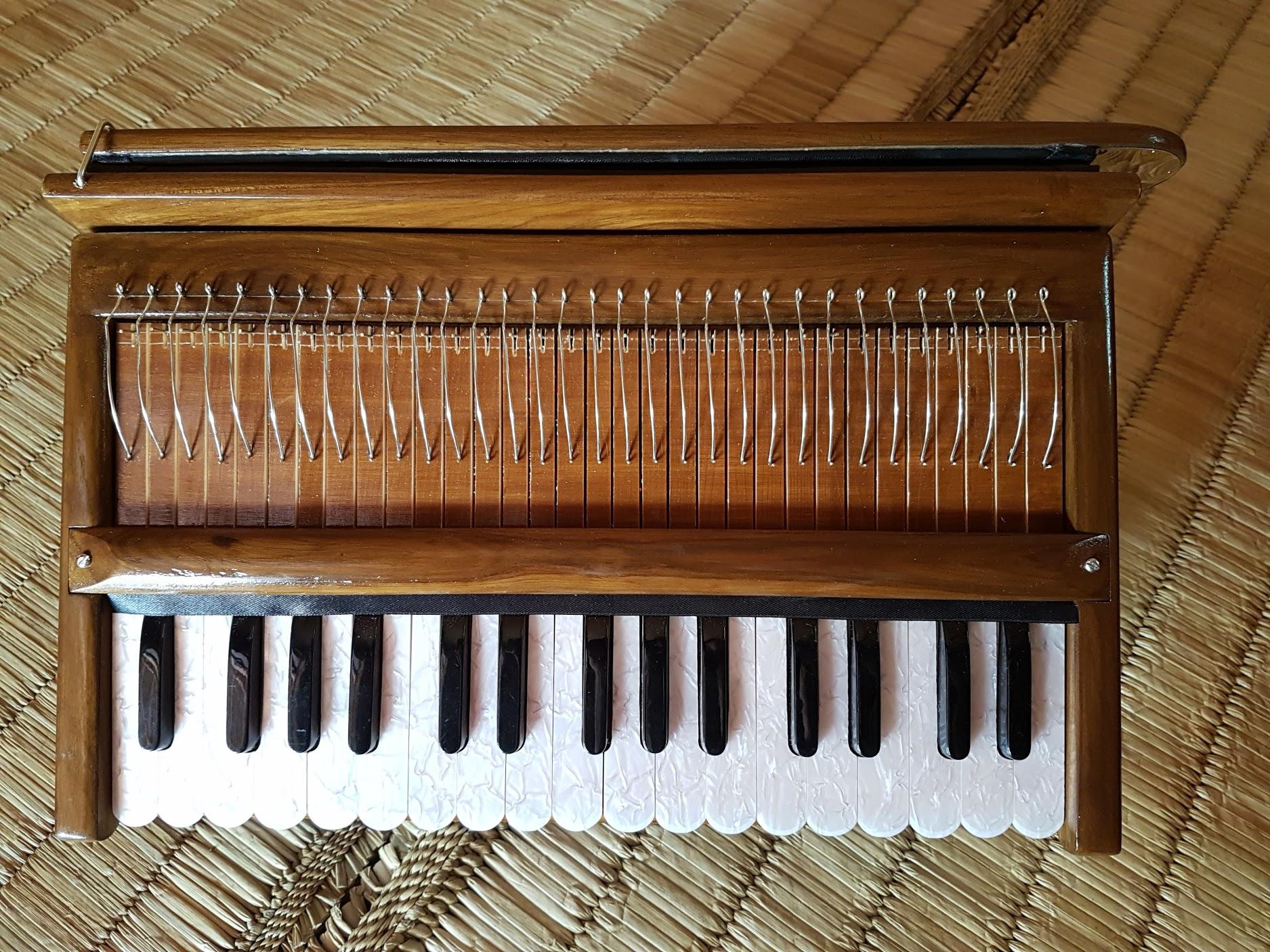 Harinam Harmonium – Indian Reeds